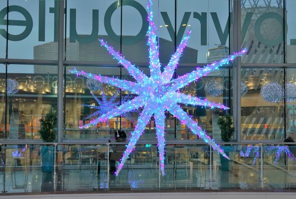 Oversized star-shaped decoration lit and suspended from the upper shopping level